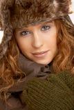 Ελκυστικό θηλυκό στα χειμερινά ενδύματα στοκ φωτογραφίες με δικαίωμα ελεύθερης χρήσης