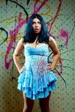 ελκυστικό μπλε κορίτσι φορεμάτων αρκετά Στοκ εικόνα με δικαίωμα ελεύθερης χρήσης