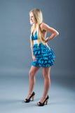 ελκυστικό μπλε κορίτσι &p Στοκ φωτογραφίες με δικαίωμα ελεύθερης χρήσης
