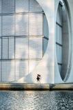 Ελκυστικό ballerina που θέτει υπαίθρια Στοκ φωτογραφία με δικαίωμα ελεύθερης χρήσης