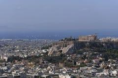 Ελλάδα, Parthenon στο λόφο ακρόπολη και το αθηναϊκό riviera ως απόμακρο υπόβαθρο στοκ φωτογραφία με δικαίωμα ελεύθερης χρήσης