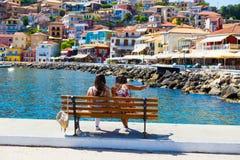 Ελληνικά χρώματα σπιτιών θερινών τουριστικών θερέτρων πόλεων της Πάργας στοκ φωτογραφίες