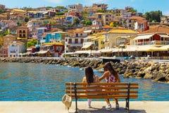 Ελληνικά χρώματα σπιτιών θερινών τουριστικών θερέτρων πόλεων της Πάργας στοκ εικόνες