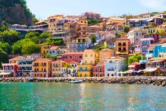 Ελληνικά χρώματα σπιτιών θερινών τουριστικών θερέτρων πόλεων της Πάργας στοκ εικόνες με δικαίωμα ελεύθερης χρήσης