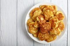 Ελληνικές τηγανίτες γιαουρτιού της Apple, τοπ άποψη Στοκ Εικόνες