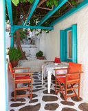ελληνική βεράντα νησιών Στοκ φωτογραφία με δικαίωμα ελεύθερης χρήσης
