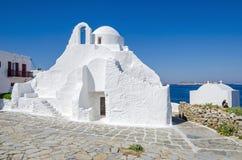Ελληνική Ορθόδοξη Εκκλησία στην πόλη Chora της Μυκόνου στην Ελλάδα στοκ εικόνα