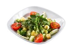 ελληνική σαλάτα Λαχανικό με τα φύλλα arugula, πράσινη σαλάτα, με τις ντομάτες κερασιών, το τυρί fetta, το κόκκινο κρεμμύδι, και τ Στοκ εικόνα με δικαίωμα ελεύθερης χρήσης