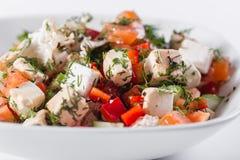 ελληνική σαλάτα Λαχανικό με το τυρί, πράσινη σαλάτα, με τις ντομάτες κερασιών, το τυρί fetta, το κόκκινο κρεμμύδι, και τα μικτά π Στοκ Φωτογραφία