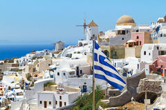 Ελληνική σημαία στο νησί Santorini Στοκ Φωτογραφίες