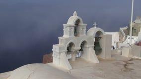 Ελληνική υδρονέφωση νησιών Santorini που έρχεται πέρα από τα κουδούνια απόθεμα βίντεο