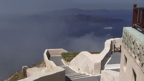 Ελληνική υδρονέφωση νησιών Santorini που μπαίνει με το κρουαζιερόπλοιο στο υπόβαθρο απόθεμα βίντεο