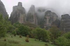 Ελληνικοί ορειβάτες απότομων βράχων βράχου βουνών meteora στοκ εικόνα με δικαίωμα ελεύθερης χρήσης