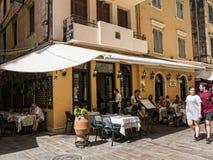 Ελληνικός καφές στο εστιατόριο στην πόλη της Κέρκυρας στο νησί της Κέρκυρας Στοκ φωτογραφία με δικαίωμα ελεύθερης χρήσης