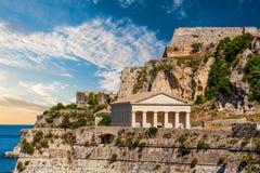 Ελληνικός ναός από την ακτή στοκ φωτογραφίες με δικαίωμα ελεύθερης χρήσης