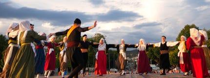 Ελληνικός παραδοσιακός χορός σε ένα γεγονός exhibtion βιβλίων στοκ εικόνα με δικαίωμα ελεύθερης χρήσης