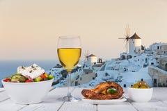 Ελληνικό υπόβαθρο τροφίμων Παραδοσιακά διαφορετικά ελληνικά πιάτα στοκ φωτογραφίες με δικαίωμα ελεύθερης χρήσης