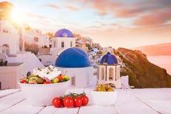 Ελληνικό υπόβαθρο τροφίμων Παραδοσιακά διαφορετικά ελληνικά πιάτα στοκ εικόνα
