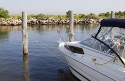ελλιμενισμένο βάρκα λευκό αλιείας Στοκ Φωτογραφίες