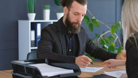Ελπιδοφόρος σταδιοδρομία συμβάσεων ατόμων συνέντευξης εργασίας ανταμοιβής απόθεμα βίντεο