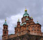 Ελσίνκι, Φινλανδία, καθεδρικός ναός Ελσίνκι Uspensky σε ένα υπόβαθρο ο Στοκ Φωτογραφία