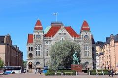 ΕΛΣΙΝΚΙ, ΦΙΝΛΑΝΔΙΑ - 6 ΙΟΥΛΊΟΥ: Φινλανδικό εθνικό θέατρο και η Mo Στοκ εικόνα με δικαίωμα ελεύθερης χρήσης