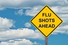 Εμβόλια γρίπης μπροστά - μπλε ουρανός σημαδιών προσοχής Στοκ εικόνα με δικαίωμα ελεύθερης χρήσης