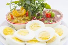 Εμβύθιση τσίλι γαρίδα-κολλών και Solanum ferox Στοκ Φωτογραφίες