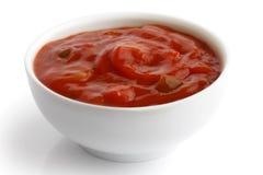 Εμβύθιση salsa ντοματών στοκ εικόνες