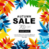 Εμβλήματα πώλησης φθινοπώρου με τα πολύχρωμα φύλλα φθινοπώρου Διανυσματικό υπόβαθρο αφισών πτώσης Στοκ Φωτογραφίες