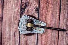 Εμείς χρήματα με το σφυρί δικαστών στον ξύλινο πίνακα Στοκ εικόνα με δικαίωμα ελεύθερης χρήσης