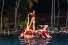 εμπαθής επαγγελματική κουβανική πισίνα χορευτών τη νύχτα Στοκ εικόνες με δικαίωμα ελεύθερης χρήσης