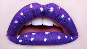 Εμπαθή χείλια Όμορφος στενός επάνω makeup στόμα που ανοίγουν στοκ εικόνες