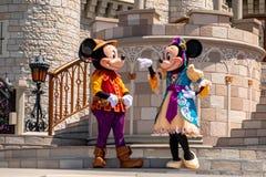 Εμπαιγμός και Minnie στη βασιλική φιλία Faire του εμπαιγμού σε Cinderella Castle στο μαγικό βασίλειο 2 στοκ εικόνες