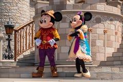 Εμπαιγμός και Minnie στη βασιλική φιλία Faire του εμπαιγμού σε Cinderella Castle στο μαγικό βασίλειο 7 στοκ εικόνες με δικαίωμα ελεύθερης χρήσης