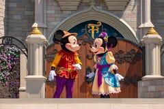 Εμπαιγμός και Minnie στη βασιλική φιλία Faire του εμπαιγμού σε Cinderella Castle στο μαγικό βασίλειο 3 στοκ φωτογραφία με δικαίωμα ελεύθερης χρήσης