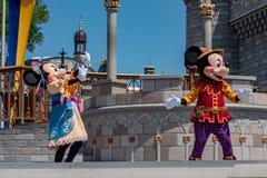 Εμπαιγμός και Minnie στη βασιλική φιλία Faire του εμπαιγμού σε Cinderella Castle στο μαγικό βασίλειο 4 στοκ εικόνα