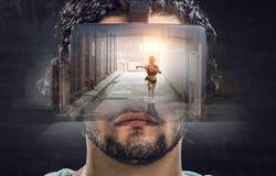 Εμπειρία εικονικής πραγματικότητας Τεχνολογίες του μέλλοντος στοκ φωτογραφίες με δικαίωμα ελεύθερης χρήσης