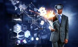 Εμπειρία εικονικής πραγματικότητας Τεχνολογίες του μέλλοντος στοκ φωτογραφία με δικαίωμα ελεύθερης χρήσης