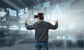 Εμπειρία εικονικής πραγματικότητας Τεχνολογίες του μέλλοντος r στοκ εικόνες