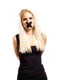 Εμπλεγμένη αιχμάλωτη γυναίκα που φαίνεται ανίσχυρη Στοκ Φωτογραφίες