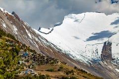 Εμπνευσμένα βουνά του Ιμαλαίαυ τοπίων στο Νεπάλ Στοκ Φωτογραφίες