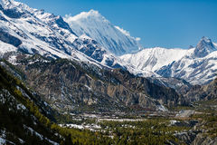 Εμπνευσμένα βουνά του Ιμαλαίαυ τοπίων στο Νεπάλ Στοκ Εικόνες