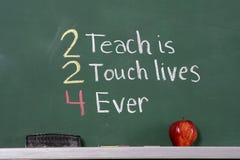 εμπνευσμένος δάσκαλος φράσης πινάκων κιμωλίας στοκ φωτογραφίες με δικαίωμα ελεύθερης χρήσης