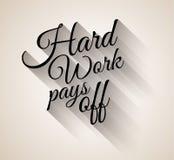 Εμπνευσμένος εκλεκτής ποιότητας τυπο: Η σκληρή δουλειά πληρώνει μακριά ελεύθερη απεικόνιση δικαιώματος