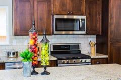 Εμπορευματοκιβώτια φρούτων στην κουζίνα Στοκ φωτογραφία με δικαίωμα ελεύθερης χρήσης