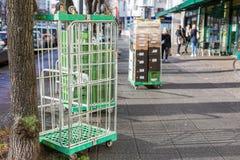 Εμπορευματοκιβώτιο ρόλων στην οδό στοκ φωτογραφία με δικαίωμα ελεύθερης χρήσης