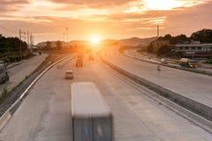Εμπορευματοκιβώτιο φορτηγών στην παράδοση οδικής ταχύτητας Στοκ εικόνα με δικαίωμα ελεύθερης χρήσης