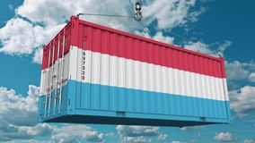 Εμπορευματοκιβώτιο φόρτωσης με τη σημαία του Λουξεμβούργου Η εισαγωγή ή η εξαγωγή Luxembourgian αφορούσε την εννοιολογική τρισδιά στοκ εικόνα με δικαίωμα ελεύθερης χρήσης