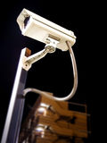 Εμπορικά κάμερα ασφαλείας το βράδυ Στοκ εικόνες με δικαίωμα ελεύθερης χρήσης